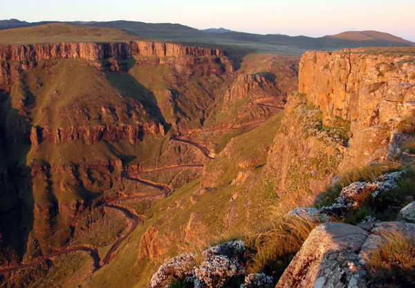 early bird Sani Pass tour shows autumn & winter colours.